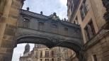 Kilise ile saray arasındaki köprü