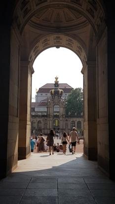 Tiyatro Meydanı'ndan Zwinger